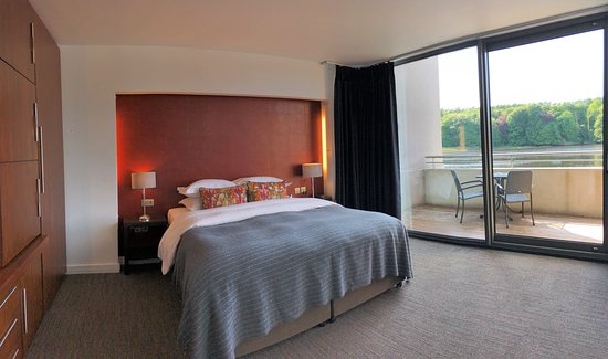 The Ice House Hotel: bedroom in a suite