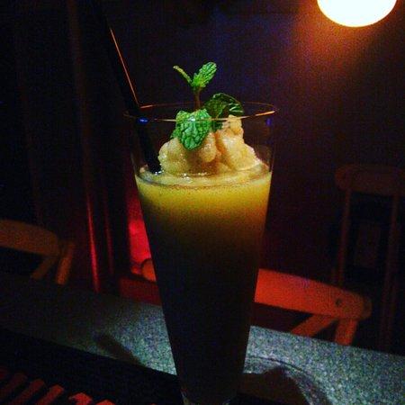 Fruit Shake & Bar Yoji: mint apple shake with or without alcohol