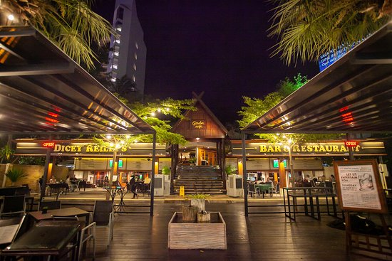 Dicey Reilly's Bar & Restaurant: Outside Terrace