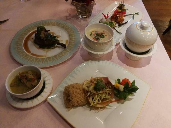 Sala Rim Naam: Thai food set
