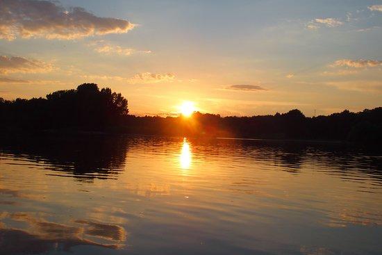 La Chapelle-aux-Naux, France: Coucher de soleil sur la Loire