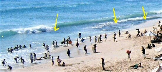 Dreamland Beach Warung: FEW SWIMMERS - YELLOW:= ROCKS