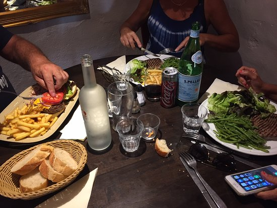 Chateauneuf, Fransa: les plats chauds