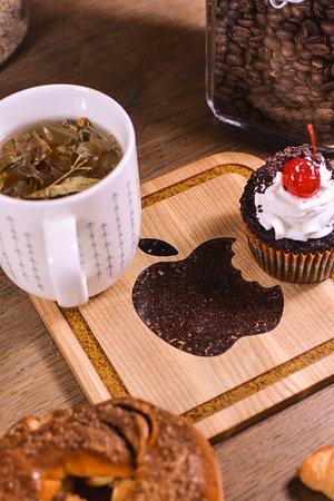 Linas - Medis: wooden coaster for tea - Apple