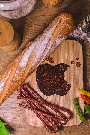 Linas - Medis: wooden cutting board - Apple