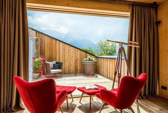 Werdenfelserei: Blick von der Top Suite in die Berge