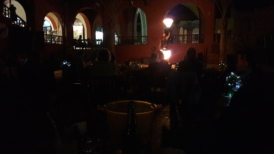 Bordiehn's Restaurant B's at Marina: Show under middagen