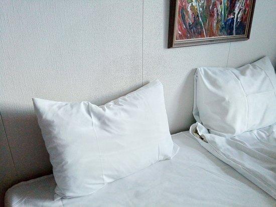 Bett Ohne Ruckwand Ist Nicht Zum Anlehnen Geeignet Das Bild Ist In Gefahrlicher Hohe Picture Of Tyssedal Hotel Odda Tripadvisor
