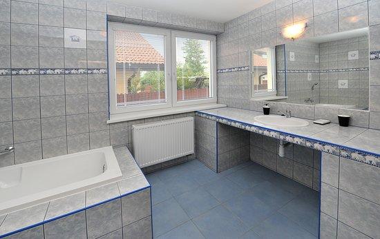 Aplend Vila Julia: Kúpeľňa v štúdiu