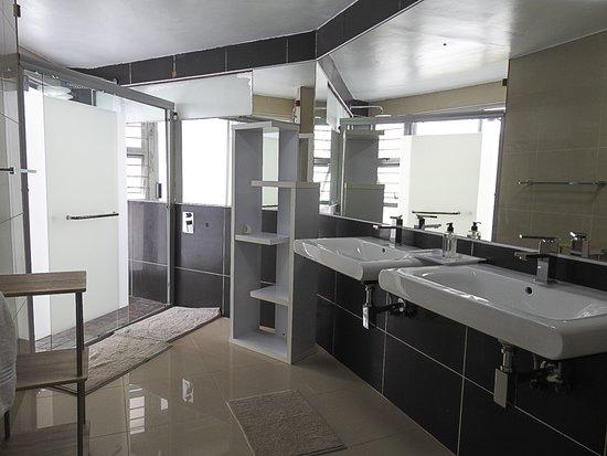 Wilderness Beach Resort & Apartments: Bathroom