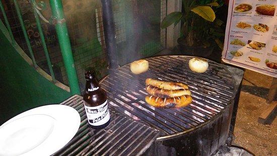 Hangover Resto Bar: Bratwurst in hangover