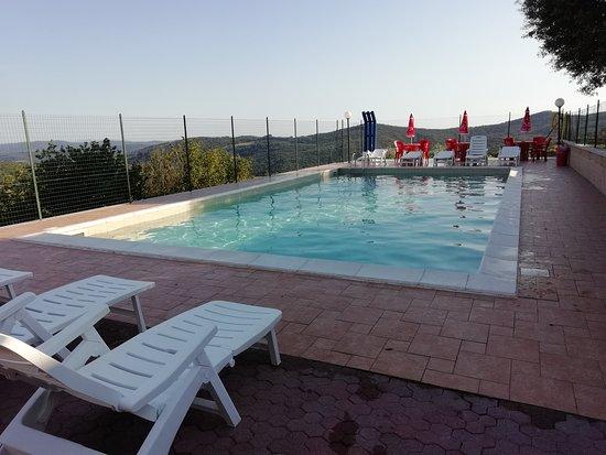 Lustignano, Olaszország: La piscina riscaldata