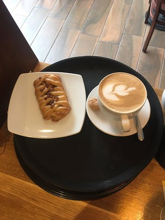 Caffè Castello: Maple & pecan pastry with flat white