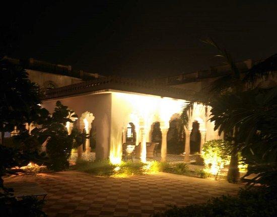 Hotel Surya Vilas Palace: Serene and Beautiful !!