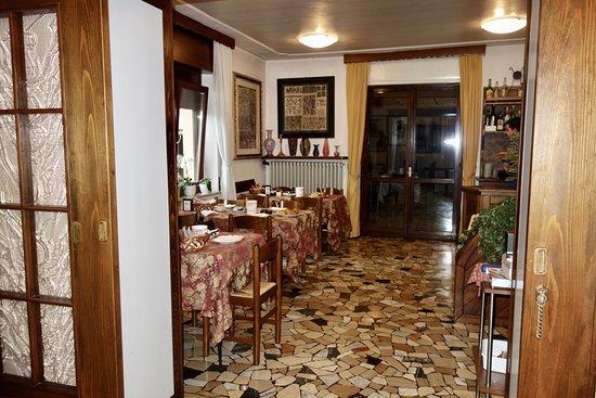 Limana, Italie : Comedor para el desayuno.