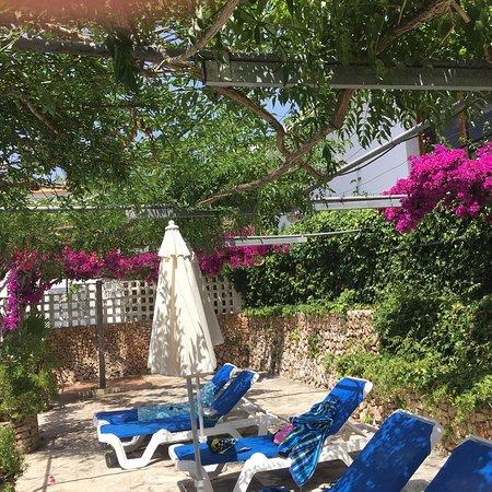 Cala Murada, España: Piscine et hôtel