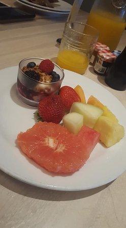 Maia: Fruit plate