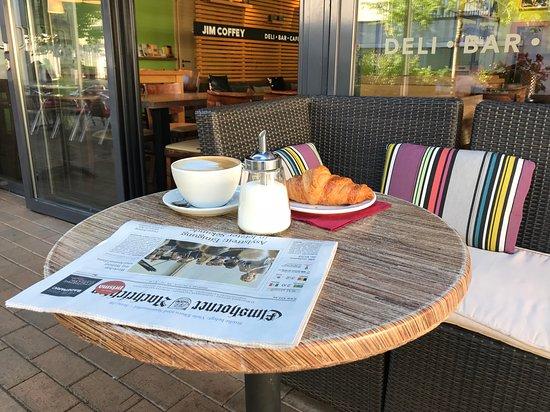 Elmshorn, Germany: Frühstück auf der Terrasse