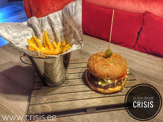 Sushi Crisis: Сытный гамбургер из хорошего мяса с картошкой-фри
