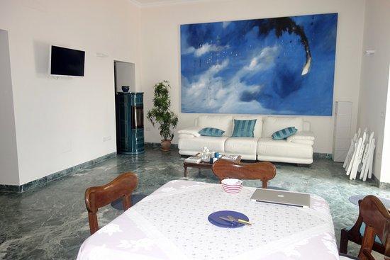 Le Petit Relais: Sala de estar