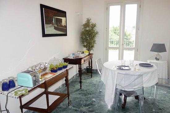Le Petit Relais: Sala para el desayuno