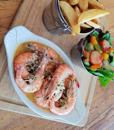 Taylor's Seafood Restaurant: Tiger prawns in garlic butter and white wine