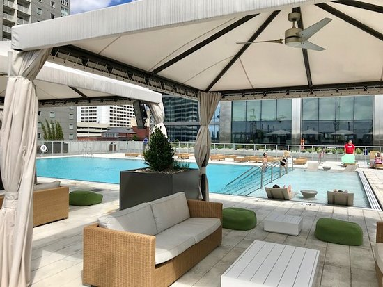 Outdoor pool on 7th floor - Picture of Stay Alfred at 505