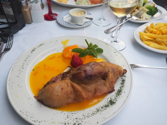 Los Abanicos: Duck with orange sauce