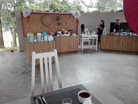 Sanctuary Nam Ngum Beach Resort: Breakfast