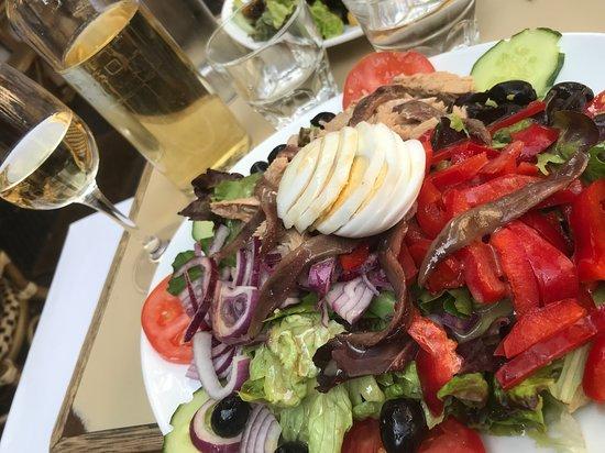 La Dauphine: Salade Niçoise