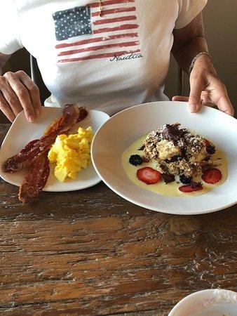 Kyle, Техас: A pretty large breakfast including cinnamon french toast