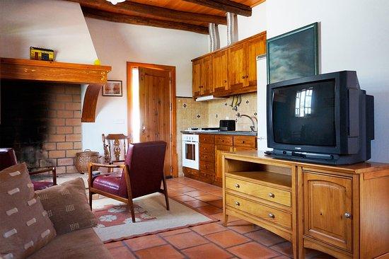 Quinta dos Moinhos: Cozinha equipada e com lareira antiga