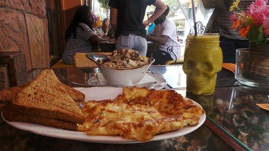 La Boheme Curaçao: breakfast and smoothie at La Boheme June 2018