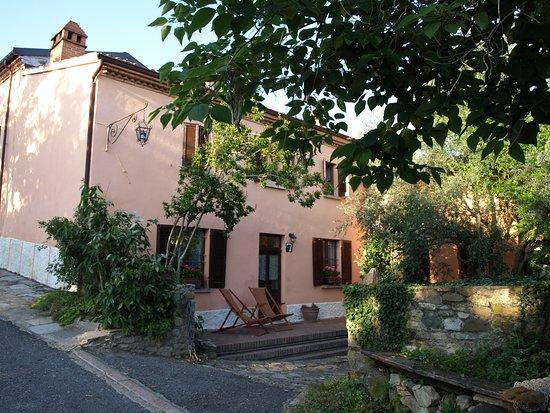 Montecalvo Versiggia, Italien: Front of the house