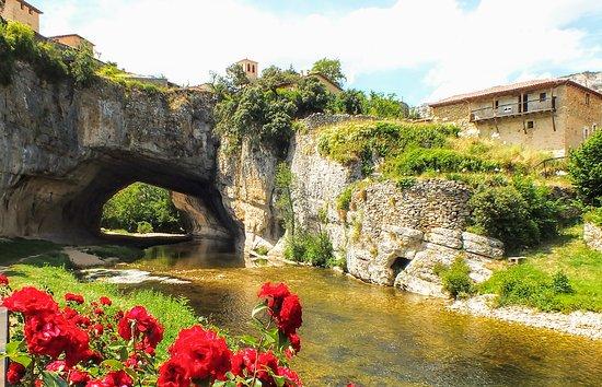 Orbaneja del Castillo, Spanje: Puente natural sobre el río Nela. Puentedey, Burgos