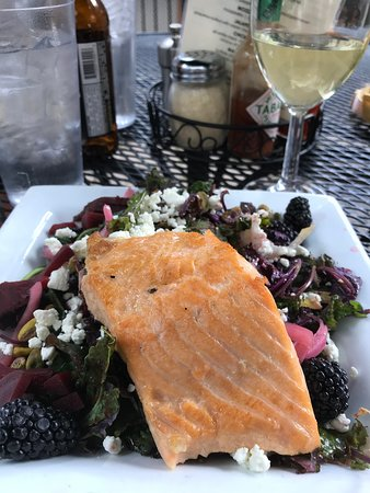 Vendetta's Italian Restaurant: Roasted Salmon Beet Salad