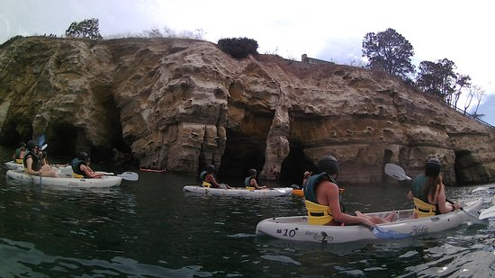 Originele Sea Cave Kayak Tour voor twee: We got this close to the caves and were not able to go in :/
