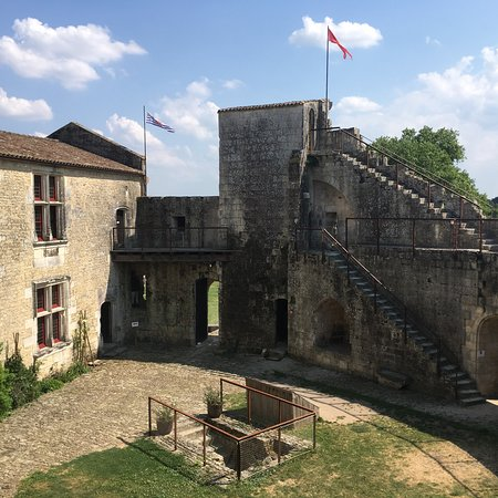 Château fort de Saint Jean d'Angle : photo0.jpg