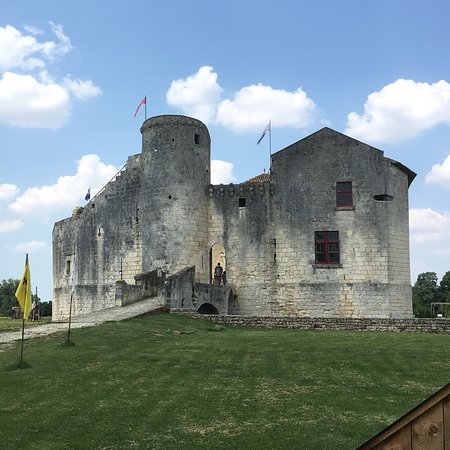 Château fort de Saint Jean d'Angle : photo1.jpg