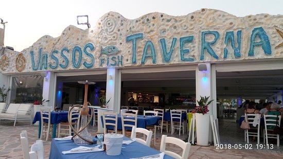 Vassos Psarolimano: вкусно, прекрасное обслуживание, выбирайте столик с видом на море