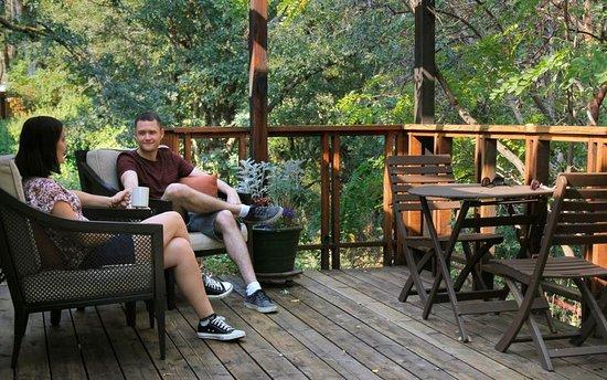 Coho Cottages: Village Cabin deck