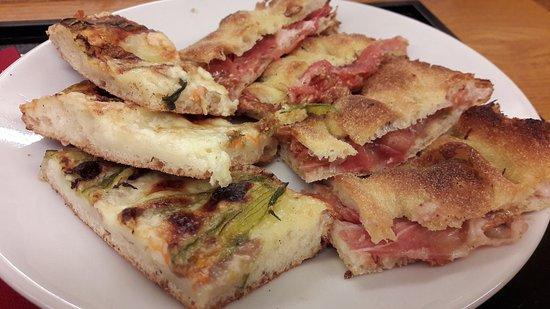 Panella: Oggi ho provato pizza ripiena di crudo e fichi e pizza con fiori di zucca e alici. Talmente gust