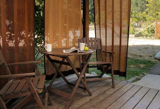 Coho Cottages: Tao deck