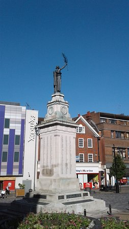 View of Luton's War Memorial