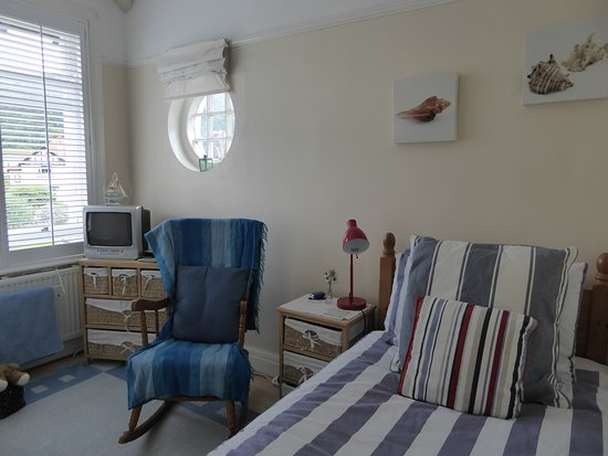 Lymehurst Bed & Breakfast: Single adjoining bedroom with views up to The Great Orme. Bookable with the double as twin or tr