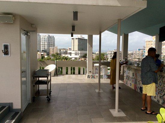 The Wave Hotel Condado: Breakfast area on roof top. Great views all around ..