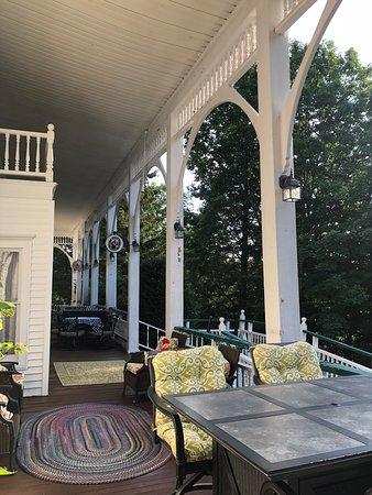 Purling, Estado de Nueva York: side of front porch