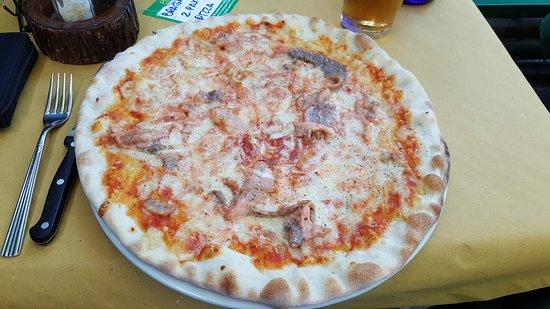 Ristorante El Patio: Pizza con panna, salmone e pepe