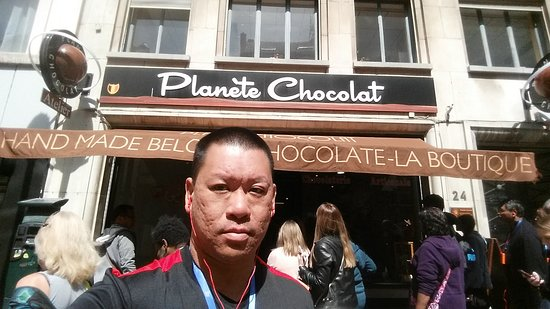Planete Chocolat : Me in front of the shop