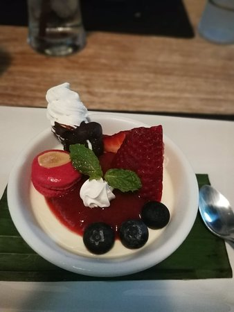 Cafe de Paris: the panna cotta is amazing!